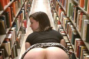 Ljubiteljica erotike knjižnic obožuje erotične zgodbe