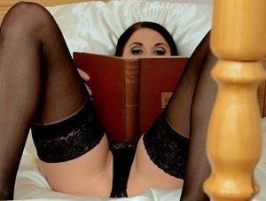 "Erotične zgodbe | ""Učila me je profesorica"""