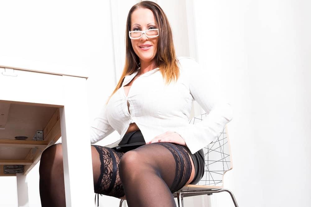 erotične zgodbe seksi tajnice